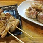 よりみち - 鶏串(塩)と豚串(タレ)