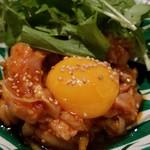 パクチーファン - 特製ラー油で食べる 鶏肉のユッケ