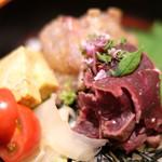 89815484 - 天然真鯛、ナガスクジラの紅白丼 1680円