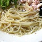中華そば いぶき - 冷やしイリコそば(麺のアップ)