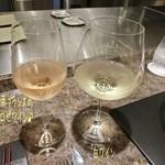 La Saison Nishiyama - 次のお酒はホントはボトルと思ってたのだけど料理に合わせてお勧めを伺いつつグラスワインで頂く事に☆彡 白ワインはミシュロ(シャルドネ/グラス/1510円)と南フランスのロゼワイン(グラス/1290円)♪