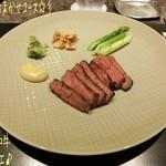 La Saison Nishiyama - シェフおまかせコース(10800円)の黒毛和牛のグリエ☆彡 ミディアムレアに焼かれたA5ランプの黒毛和牛は旨味濃厚!マスタードや山葵、ニンニクチップで頂くのだけど特にトリュフマスタードがまた美味しい♪