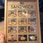 DELIカド - サンドイッチの種類めっちゃたくさんある₍₍ ( ๑॔˃̶◡˂̶๑॓)◞♡