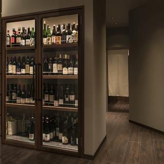 他の焼鳥店に類を見ないワインと日本酒のセレクト