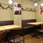 『肉山』 - テーブル席
