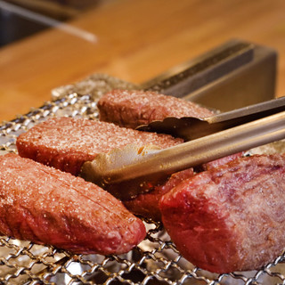 赤身肉の旨さを存分にお楽しみください♪