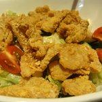 和・Dining 伊達蔵 - 鶏皮せんべいの梅サラダ