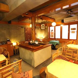 ◆2階◆アジアンテイスト香る異国情緒に満ちた寛ぎのテーブル席