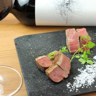 様々な肉を、様々な方法で調理。秀逸な肉は、ワインと共に