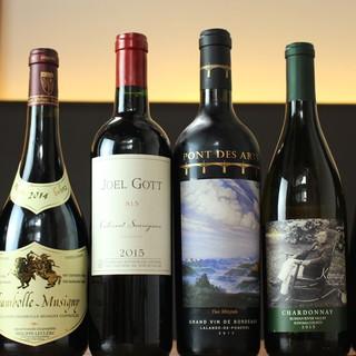 気軽に楽しむグラス、シェアするボトル。世界各国のワインが充実