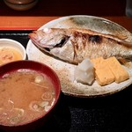 めしの助 - あかむつ(のど黒)塩焼き定食       ※あかむつの存在感が凄い!