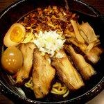 麺や鐶 - ちゃーしゅー油めん+トッピング(揚げねぎ+味付たまご)