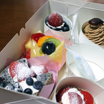 プランミュゲ - 料理写真:買ってきたケーキたち