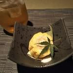 Izakayasendoukombi - サービスの梅酒スパークリングと先付けのトウモロコシの刺身