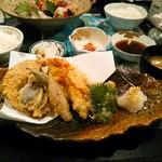 リアン - 料理写真:【日替わりランチ】天然車海老と夏野菜の天プラ盛り合わせ定食  1300円(税込)  ごはんのおかわり自由。