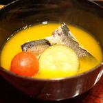 鉄板焼き いわ倉 - 南瓜と鰹の出汁のスープ 真鰯とトマトとズッキーニー