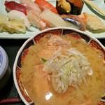四季 花まる - ランチ 1160円 寿司10カンに、鮭の汁もの、茶碗蒸し