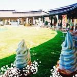 ヨーグルトハウス - 料理写真:円形になっている。ソフトクリームのお店以外にもお土産、農産物、お弁当など販売しているお店があります。鯉の煮たのが売っていた。