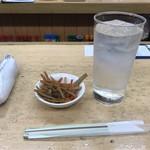 だるま - お通し/きんぴら、酎ハイ(焼酎水割り)300円