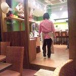 ハノイのホイさん - 入り口付近にはカウンターもございます(2011.08)