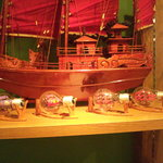 ハノイのホイさん - 電球の中には船の模型が!!(2011.08)