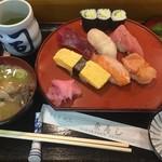 東寿司 - にぎり 750円