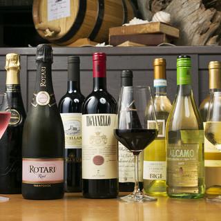 ソムリエセレクトのイタリアワインを中心に揃えた豊富なドリンク