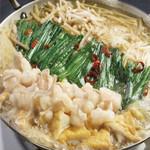 五臓六腑 - 季節を選ばない定番のもつ鍋!