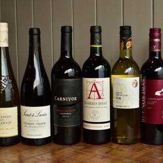 シェフが選び抜いたワインは、ブドウ品種の異なる多彩な顔ぶれ