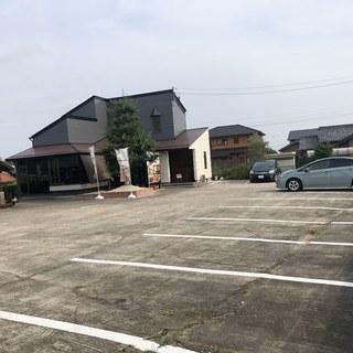 広々とした駐車場《最大18台まで駐車可能》