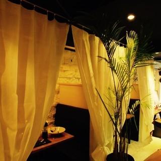落ち着いた雰囲気のデザイナーズバル空間☆個室完備!!