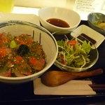 天麩羅urega - ランチセット 海鮮丼・サラダ・しじみのお味噌汁・おつけもの