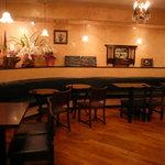 カフェ デラ ドンナ - アンティークなインテリアでノスタルジックな雰囲気を味わってください