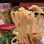 横浜家系ラーメン 志田家 - 麺