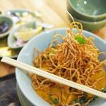 CHEDI LUANG - パッタイ<天然海老入り米麺の焼きそば>