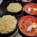 我駆 - 料理写真:辛つけ麺 大(ひやもり・2辛)(手前)& 辛つけ麺 中(ひやもり・1辛)