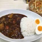 マイカリー食堂 - 料理写真:スペシャルビーフカレー、カリカリポテトサラダ