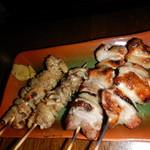 味の二合半 - 鶏皮と豚串