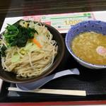久臨 - 野菜つけめん(並)880円(税込)