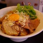 音麺酒家 楽々 - 特製油そば(850円)