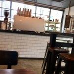 バイロンベイコーヒー - 店内(ピンボケで申し訳ないm(_ _)m)