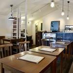 リビング カフェ ヨッコ - 可愛らしいオシャレな空間