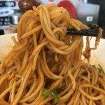 たんぽぽ - 汁なし担々麺細麺650円+パクチー150円の麺のアップ