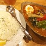 年輪 - 豚角煮と野菜のスープカレー