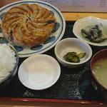はじめ食堂 - 料理写真:手作り餃子定食12個