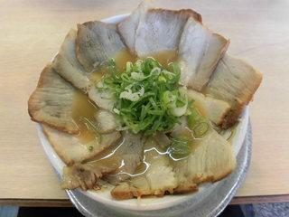 まるやすらーめん - らーめん(醤油味) 400円、チャーシュー多め +350円