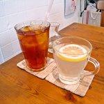 CAFE KATEMAO - ドリンク(アイスティーとホットレモネード)