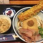 89893178 - ちく天梅きつねぶっかけうどん 麺大(*´ω`*)かやくご飯セット
