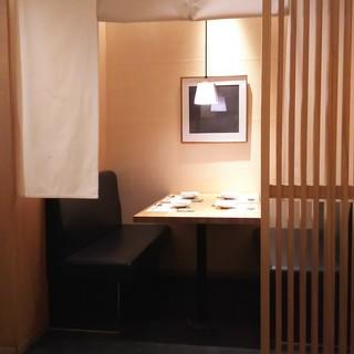 静かに食事を楽しみたい方には準個室がおすすめ!