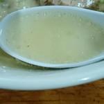 89896736 - 透きとおっていますが、非常にコクの深いスープ。